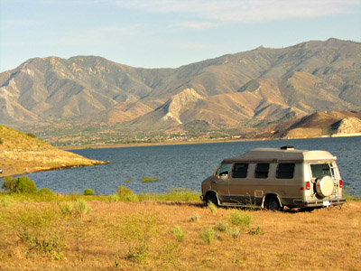 free California lakeside camping